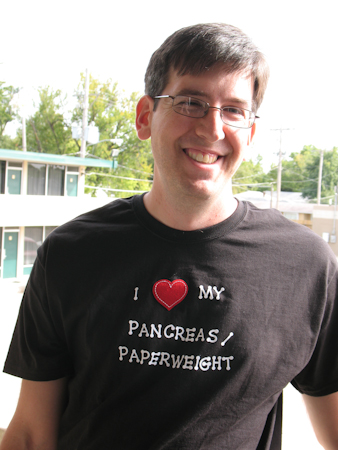 I love my pancreas/paperweight T-shirt